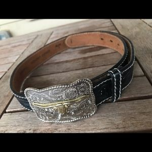 Boys black leather western belt & two-tone buckle.